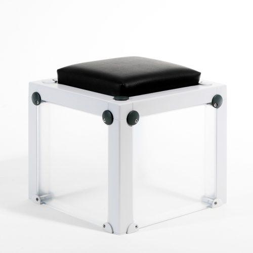 Hocker Barhocker Sitzmöglichkeiten Sitzbänke Cassetten gedruckte Wunschmotive individuell einzigartig Hingucker Eyecatcher Würfel Mobeliar Geschenk Werbezwecke hochwertig detailansicht