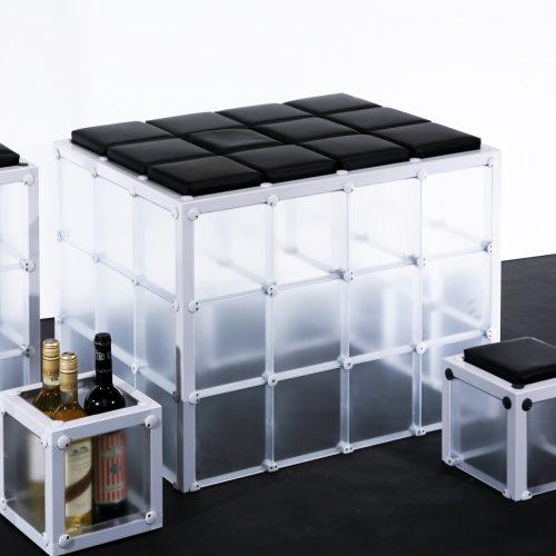 Hocker Barhocker Sitzmöglichkeiten Sitzbänke Cassetten gedruckte Wunschmotive individuell einzigartig Hingucker Eyecatcher Würfel Mobeliar Geschenk Werbezwecke hochwertig